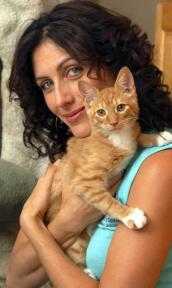 Lisa Edelstein and kitten